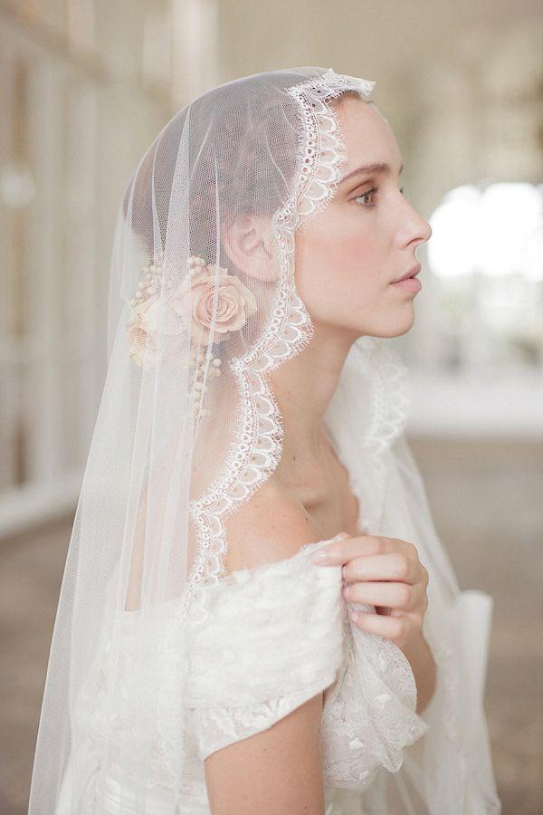 ec0acbcdf2cb63707d1be068986f7488--bridal-veils-wedding-veils.jpg