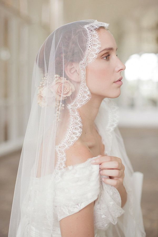 ec0acbcdf2cb63707d1be068986f7488--bridal-veils-wedding-veils.jpg