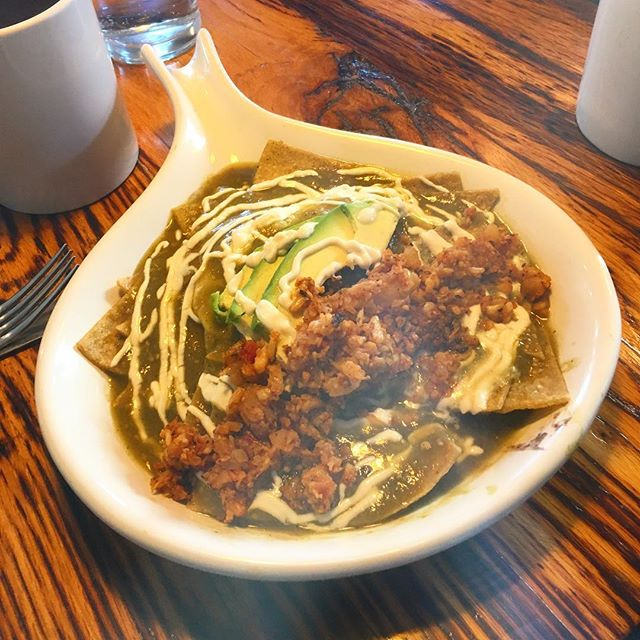 ...and some chilaquiles with cauliflower chorizo! . . . #mexicanbreakfast #perfectfood #vegantravel #veganfoodshare #vegabonding #chilaquiles