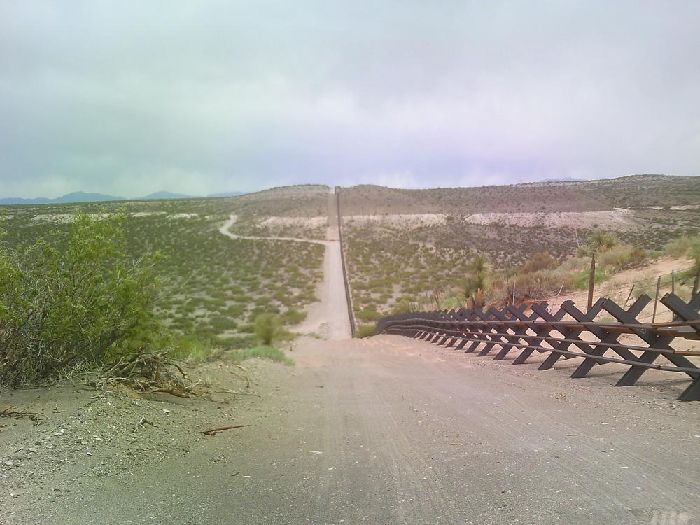 Confine Messico - Stati Uniti d'America (foto da wikimedia.commons)