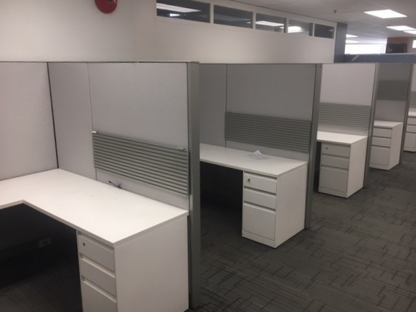Steelcase Answer Workstations W Bbf Ped Shelf Silver Grey White