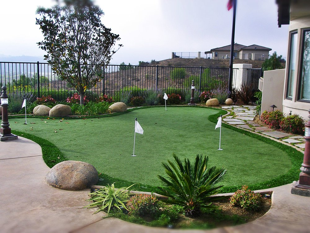 Coulombe's synthetic grass 025.jpg