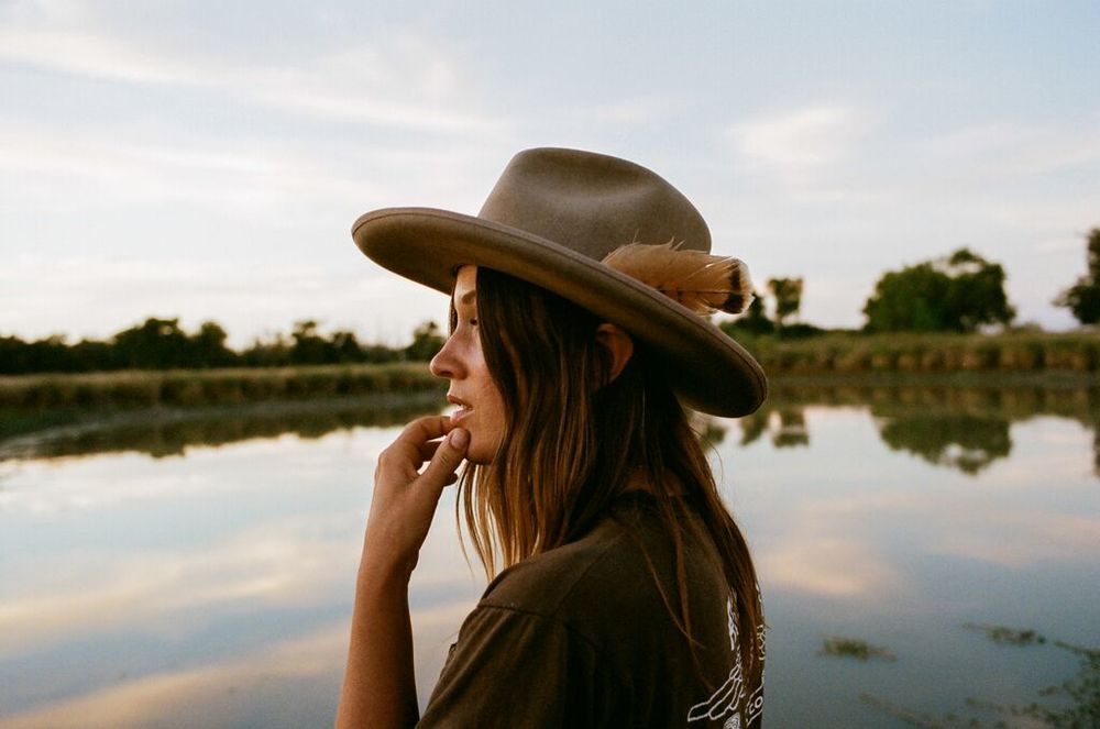 Leslie Crow at the pond behind her cabin in a 100% Beaver Felt, Havstad hat.