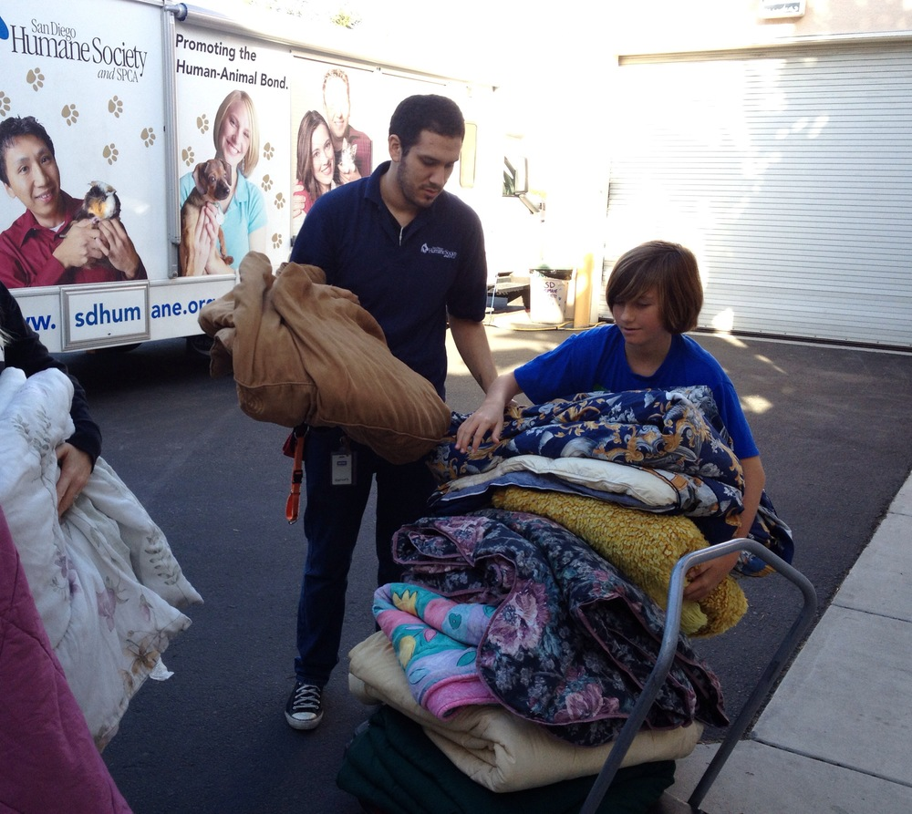 Project Kennel Komfort. - Blanket drop @ the San Diego Gaines Shelter.