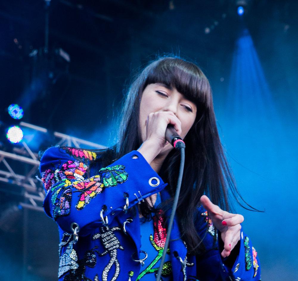 Kimbra performs live at Roots Picnic