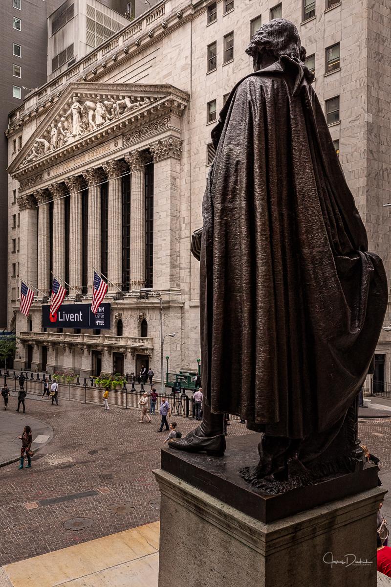 George Washington overlooking the NYSE.