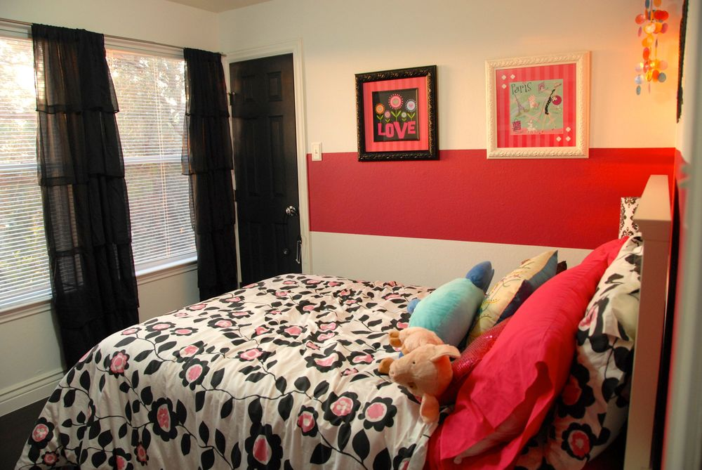The princess room with the hot pink stripe.