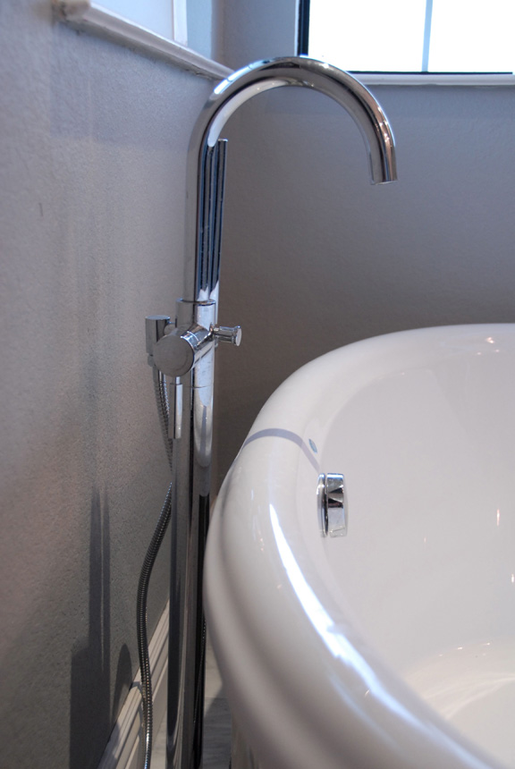 The freestanding bath faucet