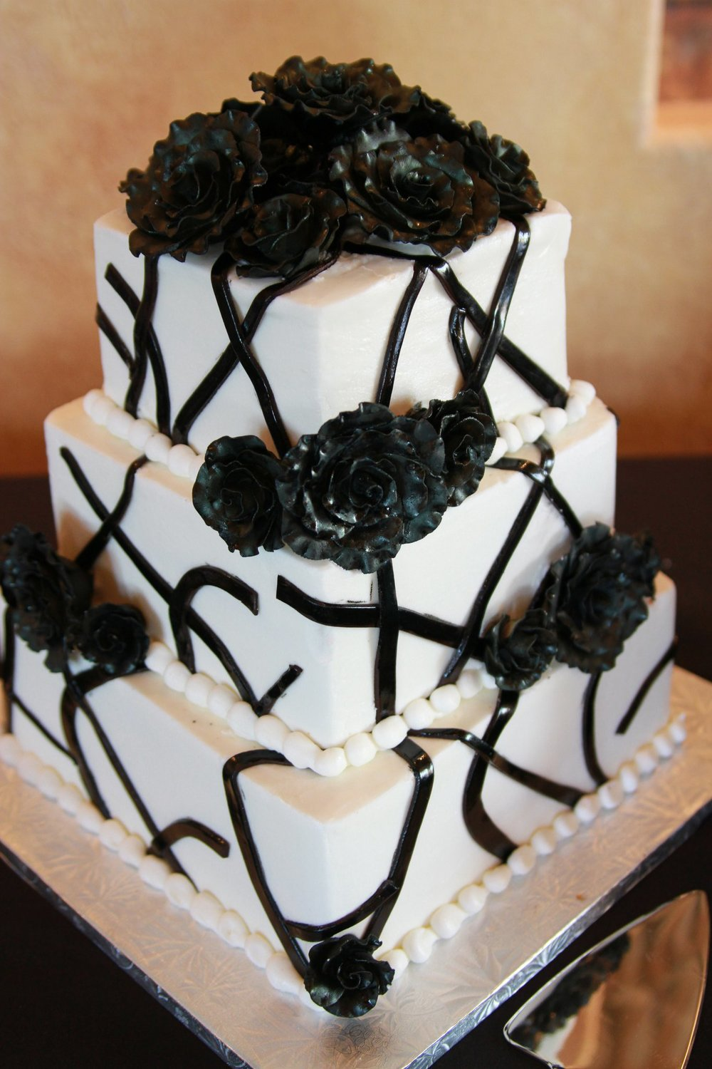 My black and white wedding cake (yes, those are black roses) :-)