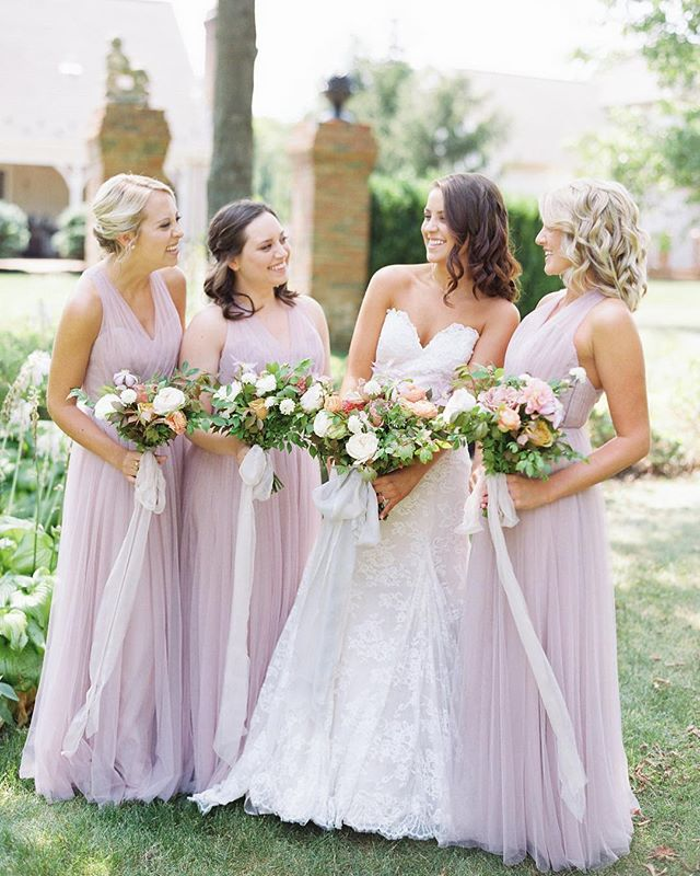 Happy weekend-ing, friends! It's a chilly one here in Columbus, but I like my fall wardrobe best anyways, so 💁🏼‍♀️ And speaking of wardrobe, these @theiacouture bridesmaid dresses are SO gorgeous! Love how flowy and elegant they are! • Photography: @nicoleclareyphoto | Makeup: @victoriamooremkup | Gown: @luxereduxbridal + @jim_hjelm | Florals: @evergreenflowerco | Ribbon: @froufrouchic • • • • #nicoleclareyphotography #film #filmphotography #asseenincolumbus #columbus #columbusbride #columbuswedding #columbusweddingplanner #eventshelddear #ohiobride #ohiowedding #ohioweddingplanner #flashesofdelight #pursuepretty #stylemepretty #ohtheheart #cincinnatiweddingplanner #clevelandweddingplanner #kentuckybride