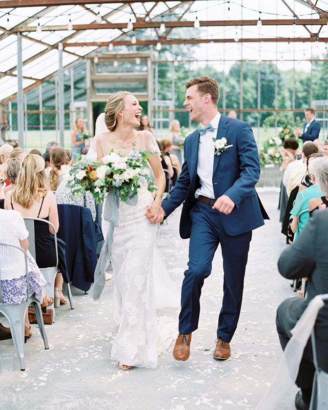 Hope you're stepping into this new week with lots of excitement 😘 Just looking at this picture makes me smile - how can you not?! • Photography: @kylienoellephotography | Venue: @jorgensenfarms | Bouquet: @evergreenflowerco | Hair: @newkirksalonspa | Dress: @bhldn | Ribbon: @thelesserbear • • • • #kylienoellephotography #film #filmphotography #evergreenflowerco #jorgensenfarms #asseenincolumbus #columbus #columbusbride #columbuswedding #columbusweddingplanner #eventshelddear #ohiobride #ohiowedding #ohioweddingplanner #flashesofdelight #pursuepretty #stylemepretty #ohtheheart #cincinnatiweddingplanner #clevelandweddingplanner #kentuckybride