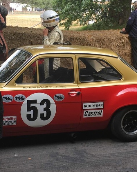 Henry Mann getting ready to go up the hill in XOO 349F #goodwood #FOS #carsofinstagram #classiccars #alanmann #ford