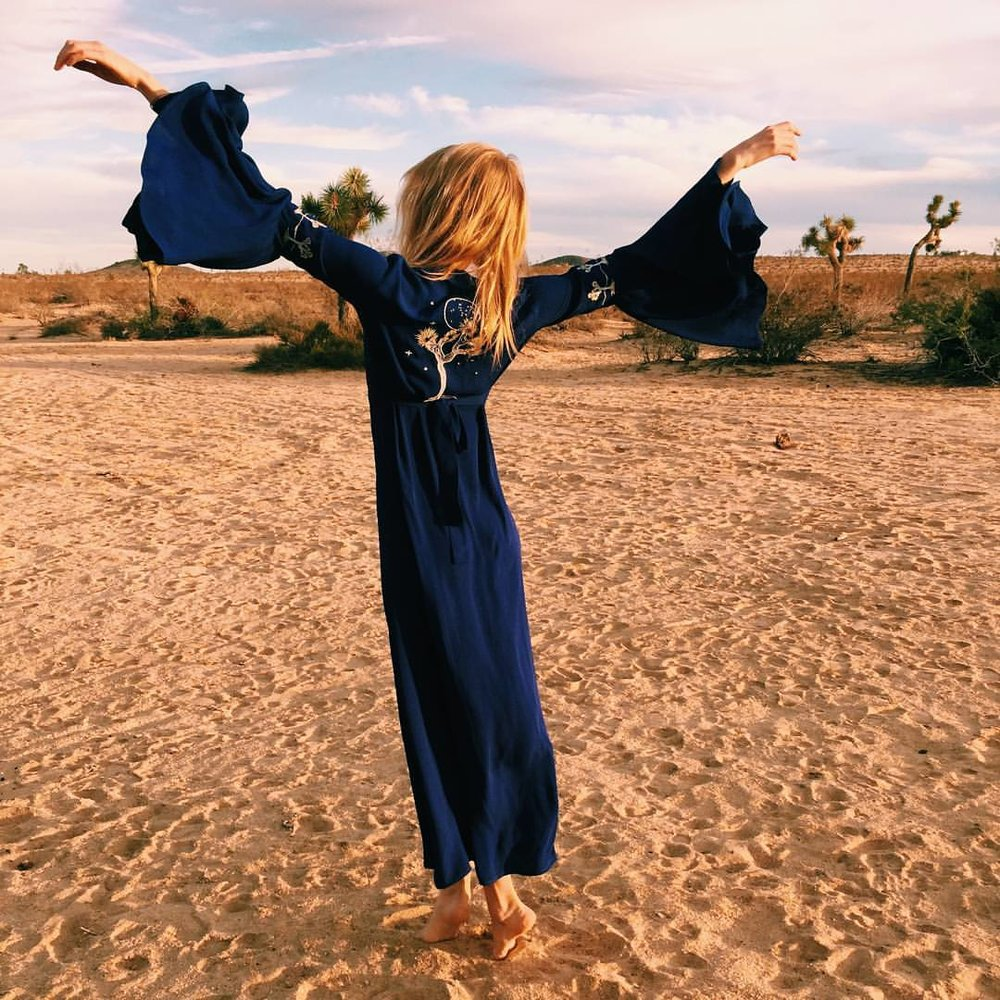 🌕Totally obsessed with @opium_dreams wearing #desertsunbrand ✨ 📷@ashling_massoumi (at Joshua Tree, California)