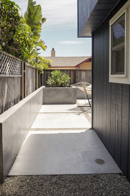 AFTER: Transitioning from the pea gravel side yard to the paved backyard.