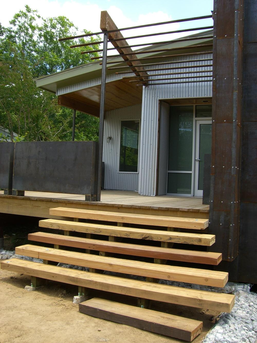 Daytonia 8722 front stair.jpg