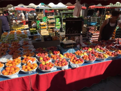 Saturday market in Beaune