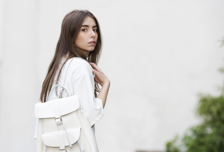 Less is more outfit Grafea bag