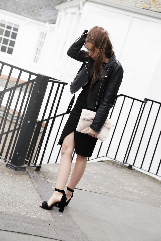 Cocochic+La+Moda+Faux+Fur+Clutch+Sandals+Outfit