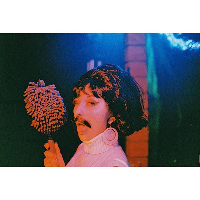 @letigrelili playing #freddiemercury in drag 💃 #yasqueen #bohemianrhapsody #halloweenies #35mm #portra800