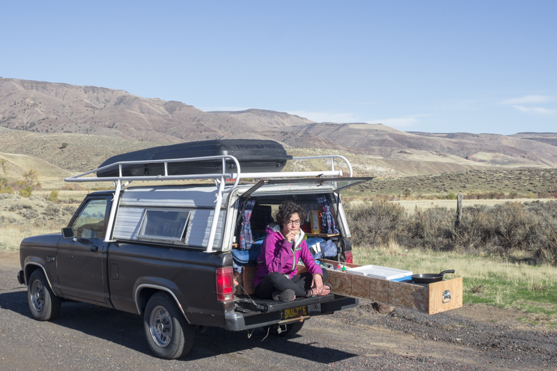 Roadside break for munchies in Eastern Oregon.