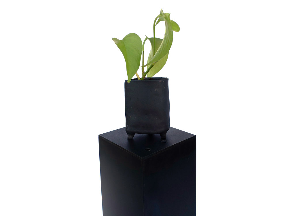 ONYX CRIMBIL DISPLAY PEDESTALS