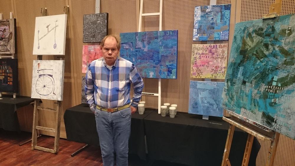 Kristian forran malerier og porselen med hans karakteristiske firkanter