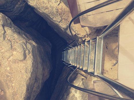 Escada que dá acesso à Praia do Sancho