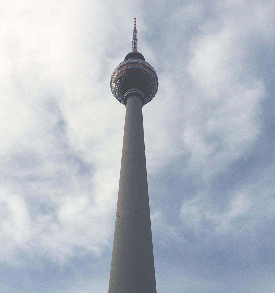 Torre de TV: Cartão postal e construção mais alta da cidade. Lá no topo, há um restaurante que gira 360 graus. É caro eé preciso fazer reserva, mas vale a pena.