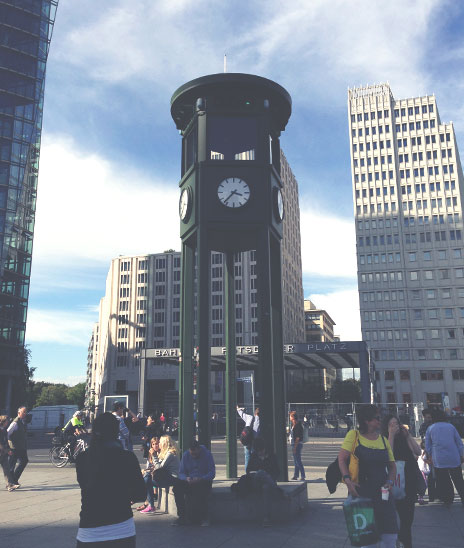 O primeiro semáforo do mundo, naPotsdamer Platz, ainda em funcionamento.