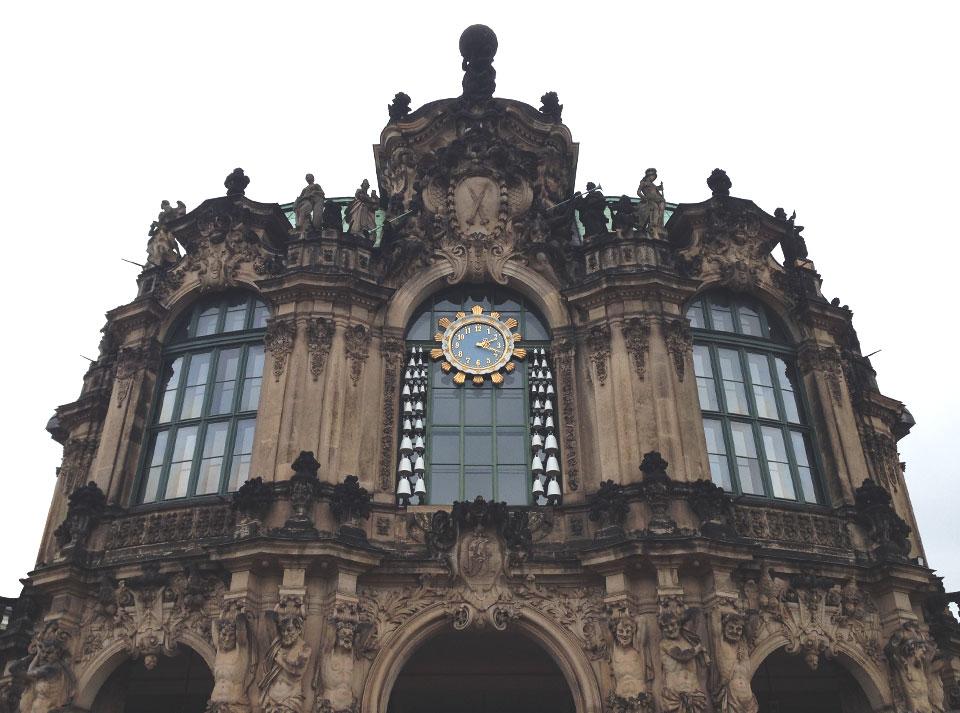 """Dresden é conhecida por seu """"barroco queimado"""", manchas negras e irreversíveis causadas pelo fogo."""