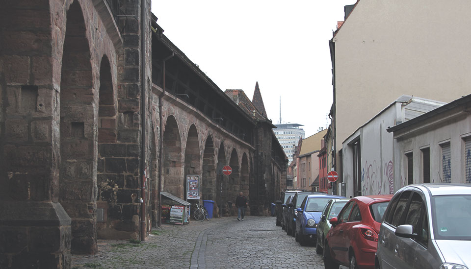 Enorme muralha que hoje divide a cidade nova da cidade velha de Nurembergue.