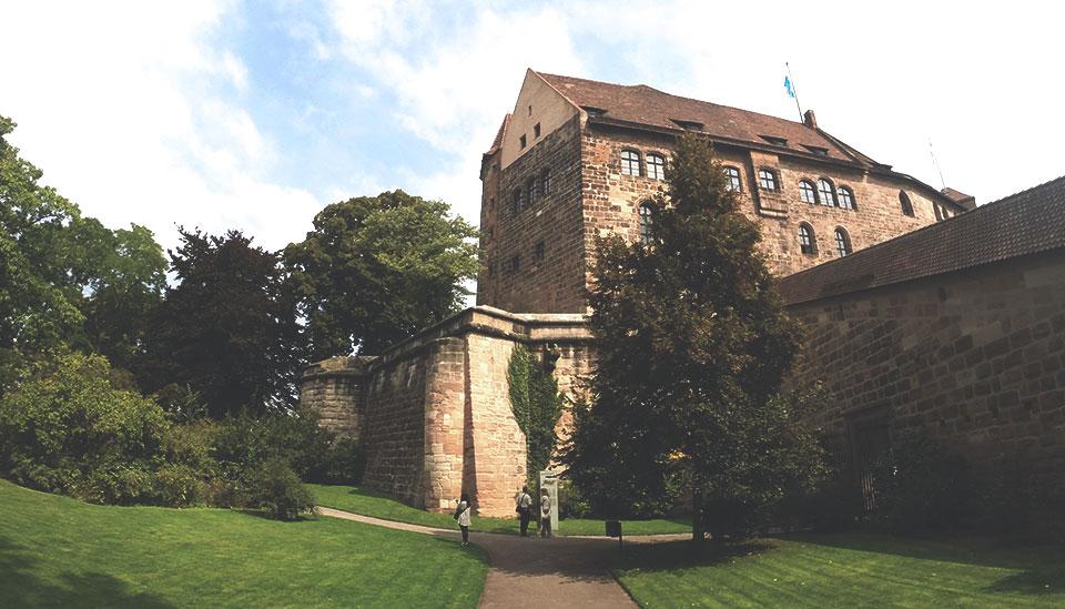 Área interna do Kaiserburg, na parte mais alta da cidade de Nurembergue.