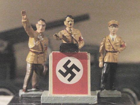 Brinquedos nazistas encontrados noSpielzeugmuseum, um museu de brinquedos.