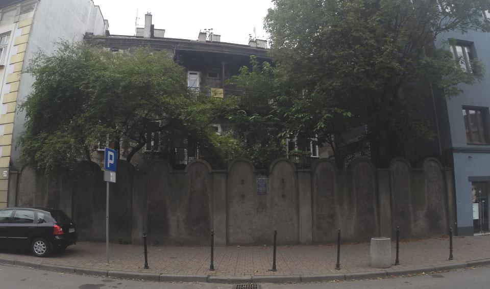 Um dos poucos trechos do muro do antigo Gueto Judaico que ainda permanece de pé.