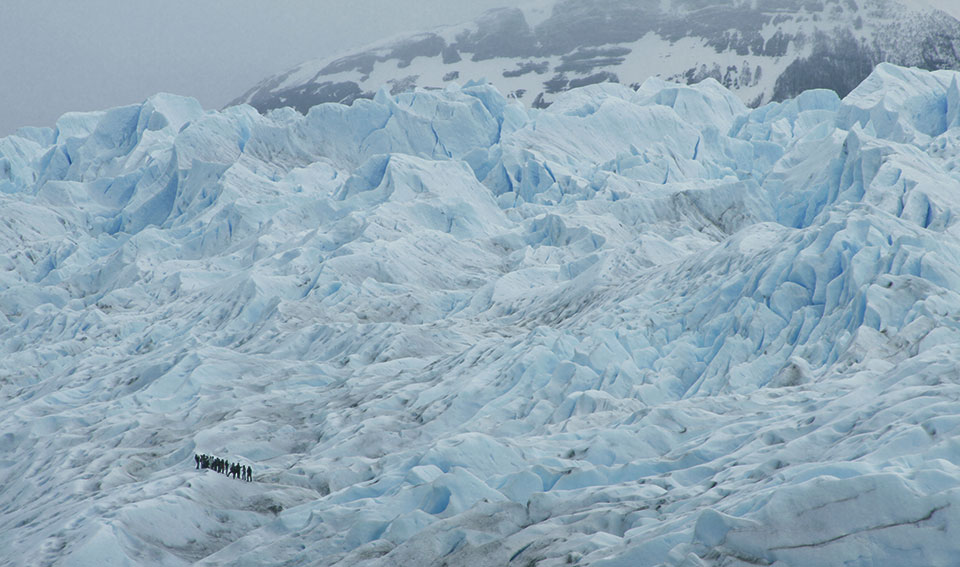 Trekking pelo Glaciar Perito Moreno. Pensa num dia frio.