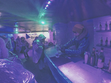 Glacio Bar - Um bar feito todo de gelo.
