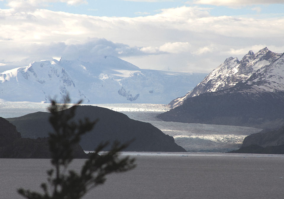 Vista para o Glaciar Grey, de um mirante na Praia dos Icebergs