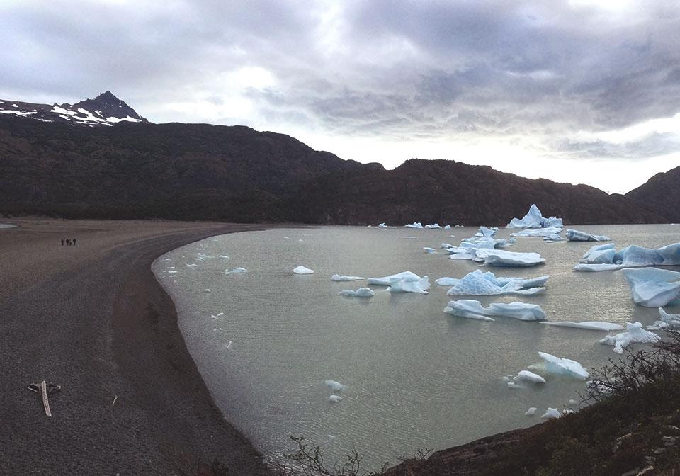 Praia dos Icebergs, no Lago Grey. (Playa de los Tempanos).