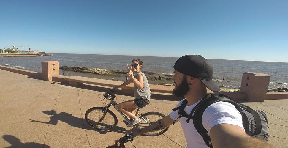 Passeio de bike pela Rambla de Montevidéu