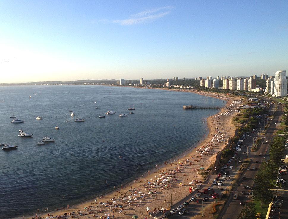 Vista para a Playa Mansa a partir do Edifício La Vista