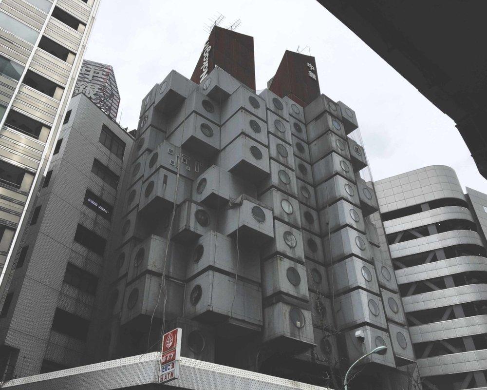 Nakagin, o primeiro prédio com apartamentos cápsulas do mundo