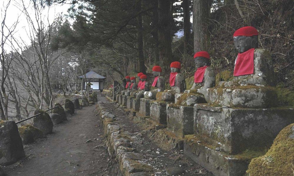 estatuas jizou 2 nikko.jpg