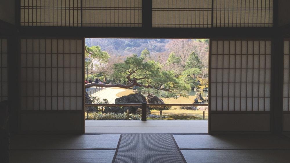 Vista de dentro de uma das salas do templo Tenryu-Ji.