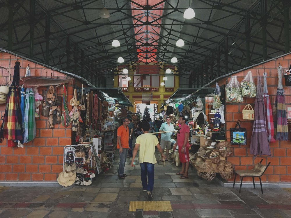 Mercado Municipal Adolpho Lisboa - ótimo lugar para experimentar comidas deliciosas e dar uma olhada no artesanato amazonense.