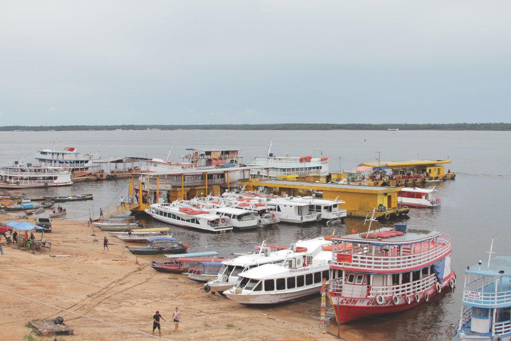 O agitado porto de Manaus