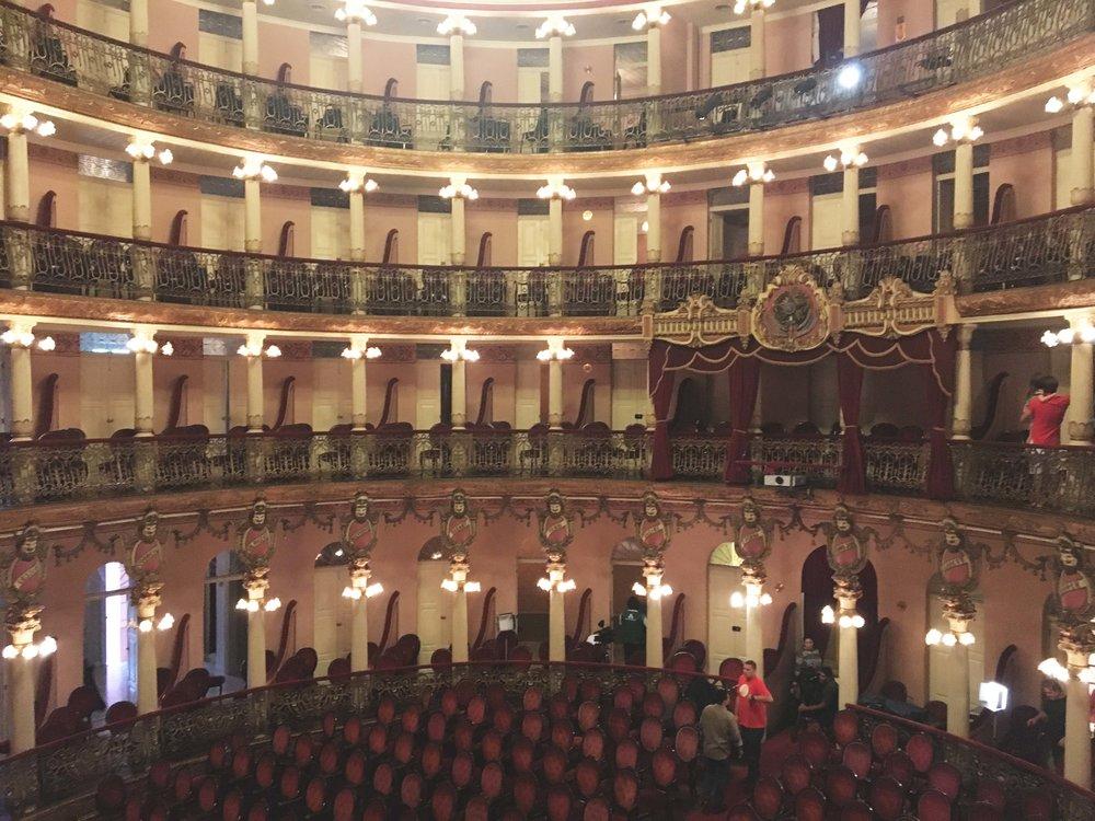 Onde fica sentada a platéia do Teatro Amazonas.