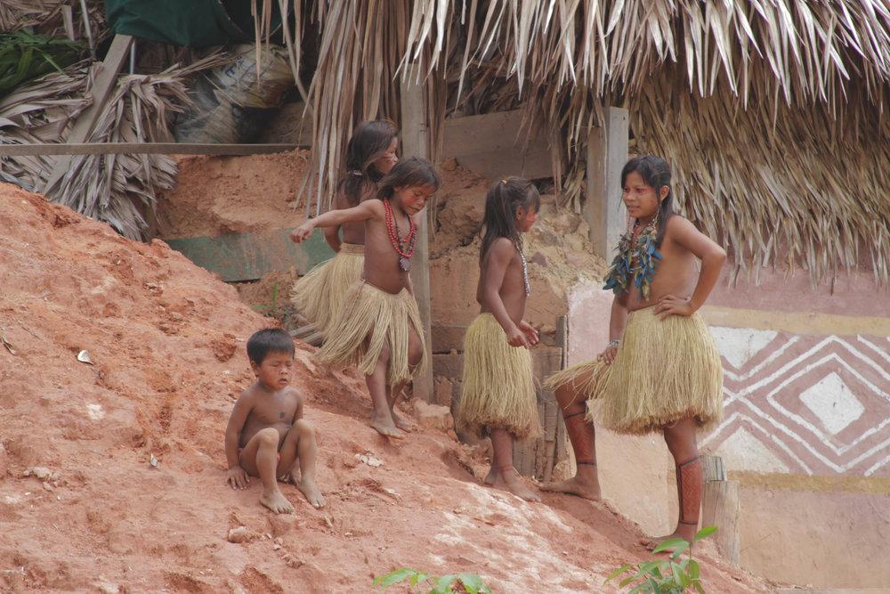 comunidade_indígena_crianças.jpg