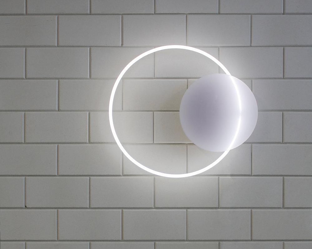 WEB VOIE_LIGHT_MEDIUM-HANGING-WHITE_W3.jpg