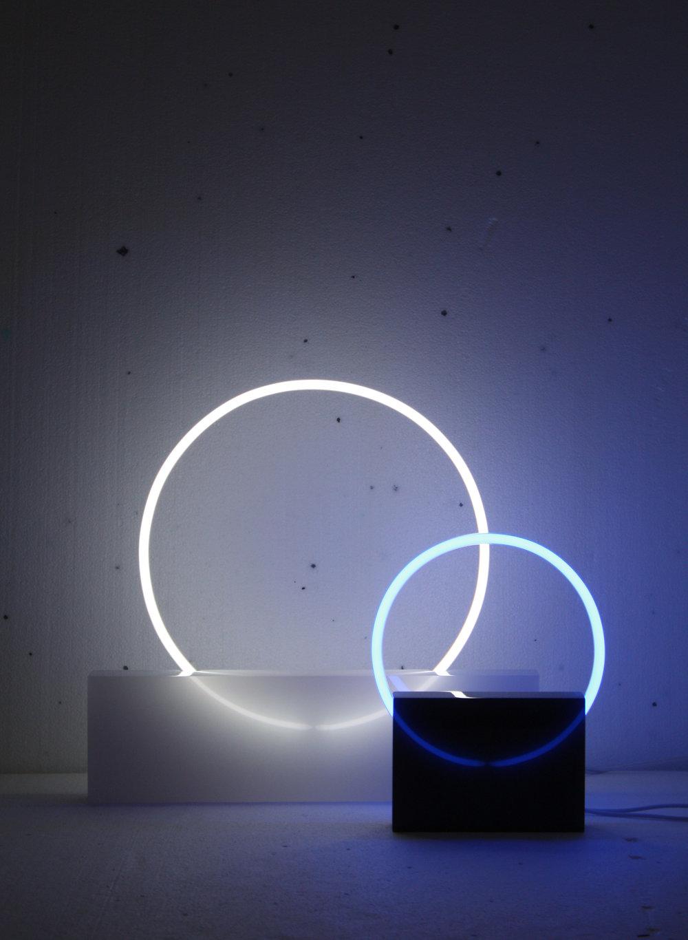 Voie_Light_WH_MEDwhite_BL_SMBlue.jpg
