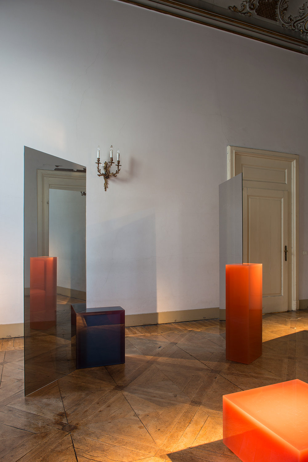 DEUX mirrors  - Sabine Marcelis 1-way mirror, resin block2017Mirror 1:Block: 25 x 36,5 x 100 cmMirror 2:Block: 20 x 67 x 55 cmMirrors each: 80 x 200 cm  Price on request